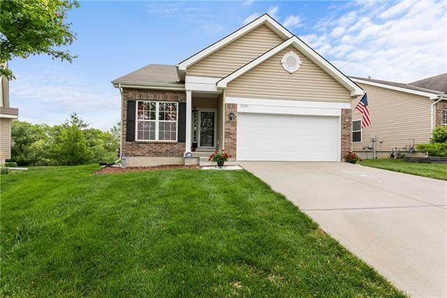 10001 N Oxford Court, Kansas City, MO 64157 (#2317997) :: Ask Cathy Marketing Group, LLC