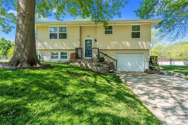 602 N King Terrace, Harrisonville, MO 64701 (#2318104) :: Ask Cathy Marketing Group, LLC