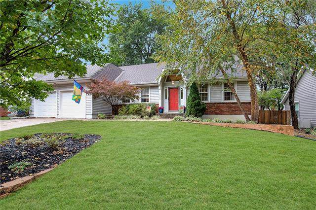 12062 W 99th Terrace, Lenexa, KS 66215 (#2318173) :: SEEK Real Estate