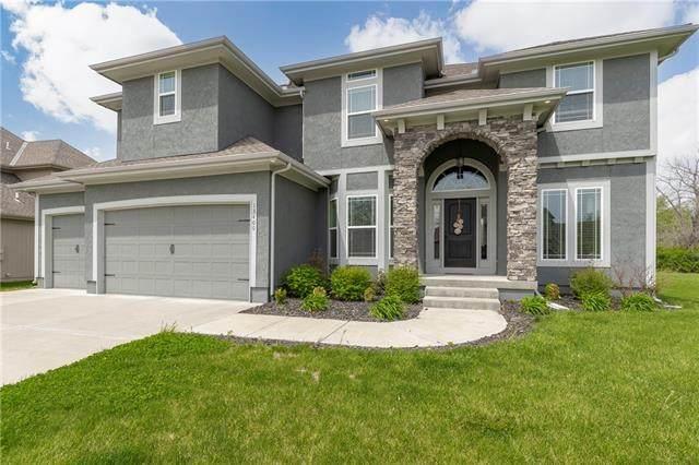 13400 E 95th Terrace, Kansas City, MO 64138 (#2318219) :: Audra Heller and Associates