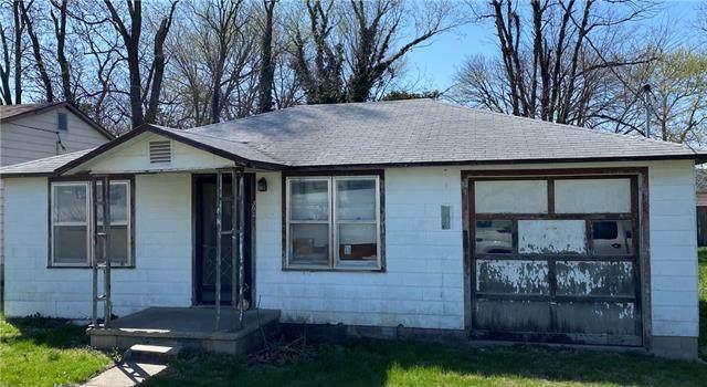 302 S Kirkpatrick Street, El Dorado Springs, MO 64744 (#2318270) :: Edie Waters Network
