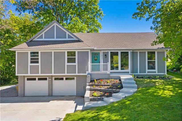 11921 W 99th Street, Lenexa, KS 66215 (#2318315) :: Five-Star Homes
