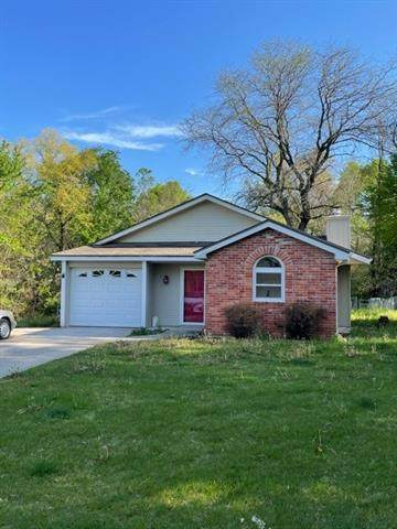 113 Shamrock Lane, Blue Springs, MO 64014 (#2318409) :: Five-Star Homes