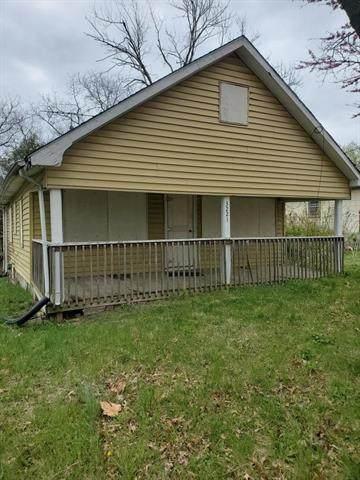 3221 N 33rd Street, Kansas City, KS 66104 (#2318410) :: Audra Heller and Associates