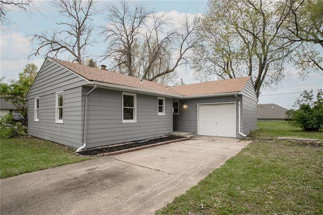 6514 N Campbell Street, Gladstone, MO 64118 (#2318632) :: The Rucker Group