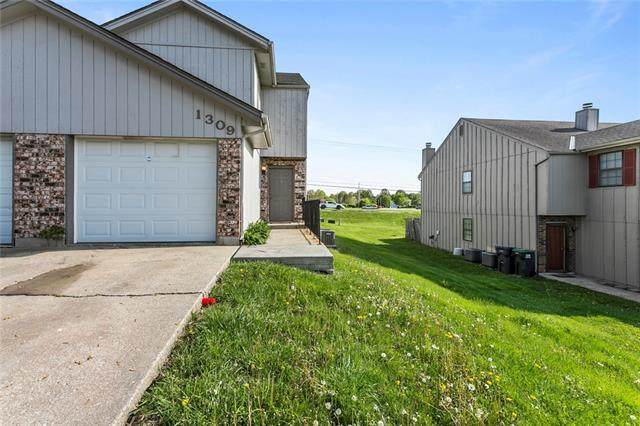 1309 SE 8th Street, Lee's Summit, MO 64063 (#2318682) :: The Rucker Group