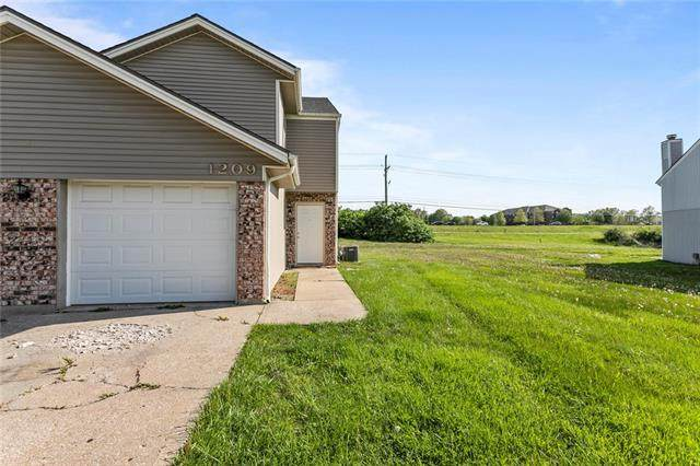 1209 SE 8th Street, Lee's Summit, MO 64063 (#2318697) :: The Rucker Group