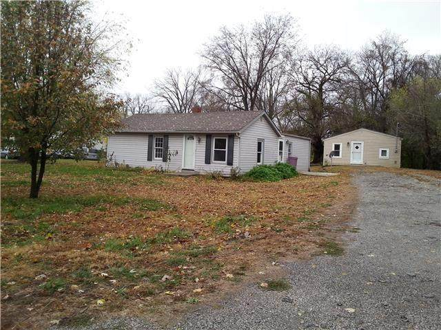 2100 S 98th Street, Edwardsville, KS 66111 (#2318711) :: Five-Star Homes