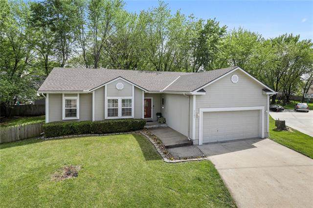 1121 E Frontier Drive, Olathe, KS 66062 (#2319016) :: Team Real Estate