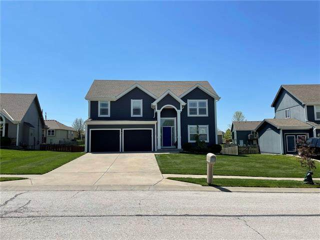 11404 N Bristol Avenue, Kansas City, MO 64156 (#2319022) :: Five-Star Homes