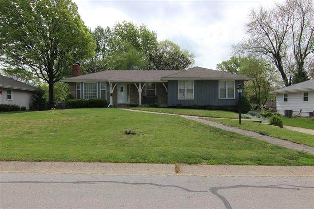 5409 Queal Drive, Shawnee, KS 66203 (#2319085) :: The Kedish Group at Keller Williams Realty