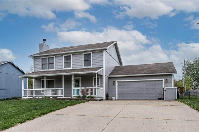 15577 Crestwood Drive, Basehor, KS 66007 (#2319186) :: The Kedish Group at Keller Williams Realty