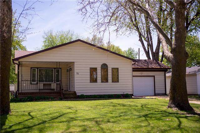 111 Cheyenne Avenue, Hiawatha, KS 66434 (#2319311) :: Edie Waters Network