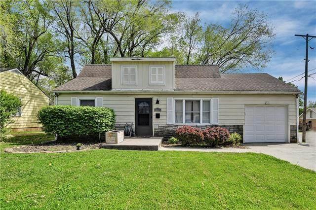 10621 W 56th Terrace, Shawnee, KS 66203 (#2319346) :: The Shannon Lyon Group - ReeceNichols