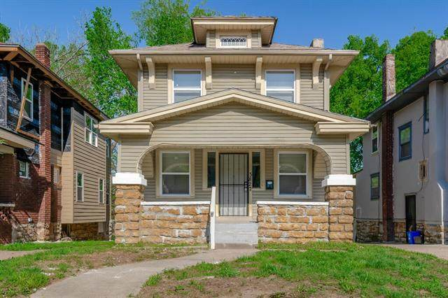 3827 College Avenue, Kansas City, MO 64128 (#2319359) :: Audra Heller and Associates
