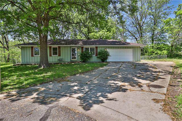 399 SW 11th Street, Blue Springs, MO 64015 (#2319393) :: Team Real Estate