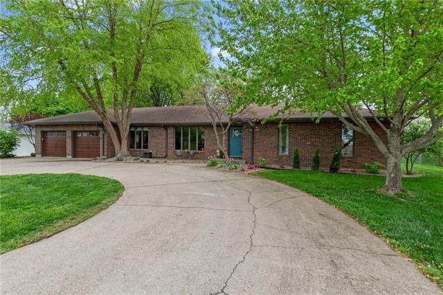 18 Town View Circle, Platte City, MO 64079 (#2319407) :: The Rucker Group