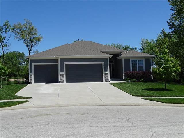 12702 Sewell Avenue, Kansas City, KS 66109 (#2319412) :: Austin Home Team
