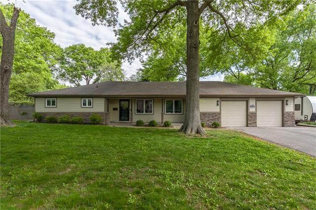 2908 W 95TH Street, Leawood, KS 66206 (#2319502) :: Team Real Estate