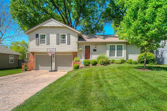 7816 W 98th Street, Overland Park, KS 66212 (#2319528) :: Five-Star Homes