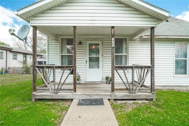 320 W 5th Street, Cameron, MO 64429 (#2319533) :: Austin Home Team