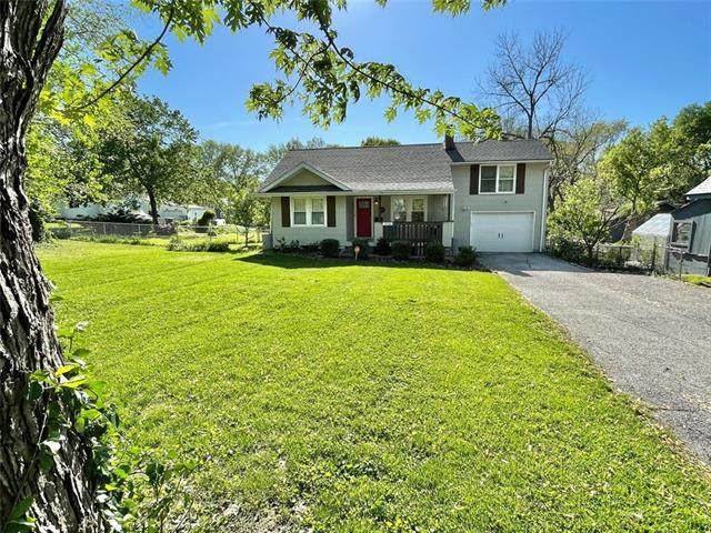 2720 S Santa Fe Road, Independence, MO 64052 (#2319617) :: The Rucker Group