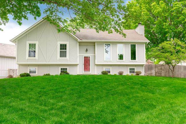 15600 W 127th Terrace, Olathe, KS 66062 (#2319625) :: Team Real Estate