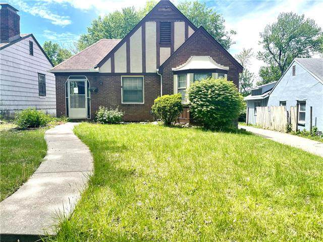 6318 S Benton Avenue, Kansas City, MO 64132 (#2319629) :: The Kedish Group at Keller Williams Realty