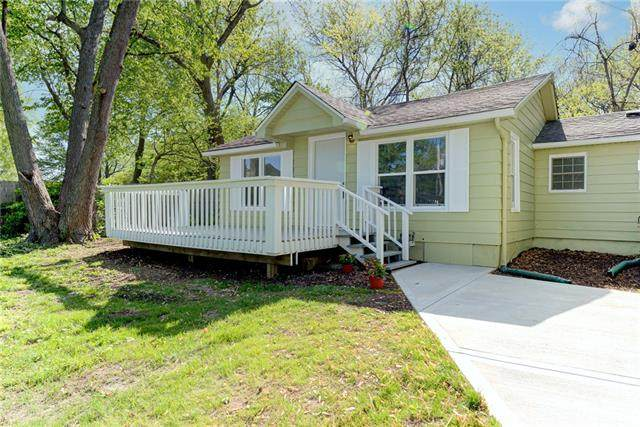 8240 Spring Valley Road, Raytown, MO 64138 (#2319642) :: Team Real Estate