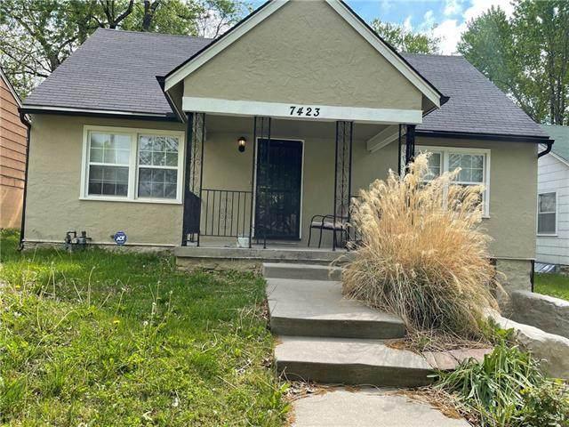 7423 Park Avenue, Kansas City, MO 64132 (#2319686) :: Audra Heller and Associates