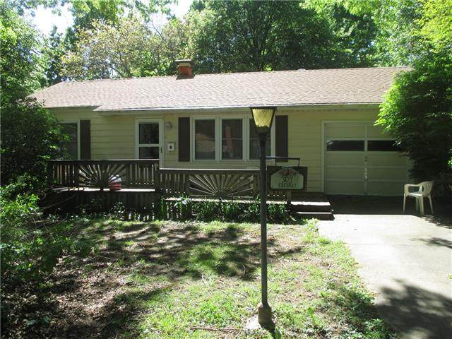 303 SW 22nd Street, Blue Springs, MO 64015 (#2319726) :: Team Real Estate