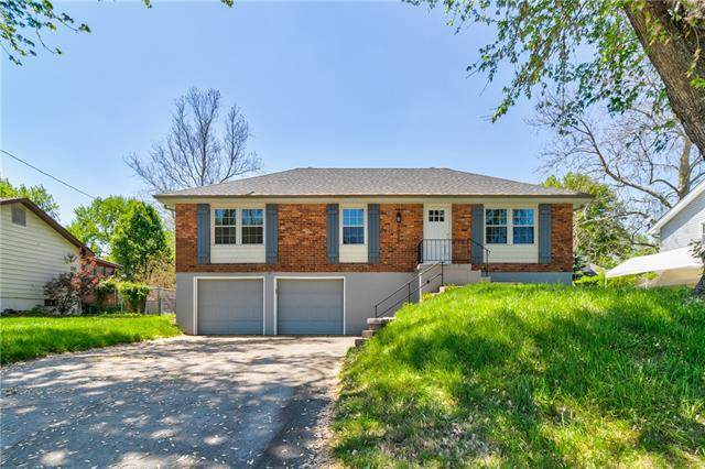 3912 S Lees Summit Road, Independence, MO 64055 (#2319983) :: Team Real Estate