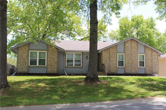 1816 SW Mic O Say Drive, Blue Springs, MO 64015 (#2320070) :: Audra Heller and Associates