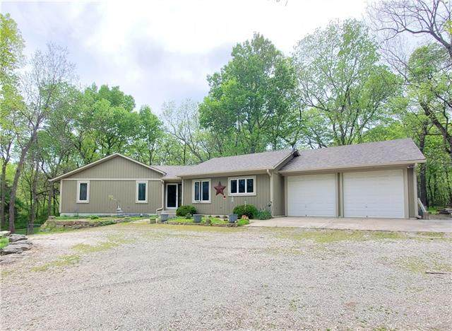 26120 Metcalf Road, Louisburg, KS 66053 (#2320082) :: The Kedish Group at Keller Williams Realty