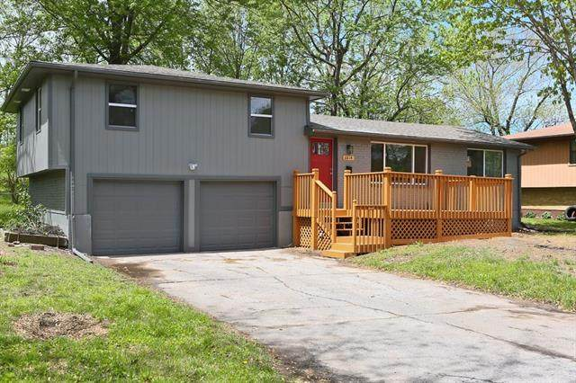 6814 N Tracy Avenue, Gladstone, MO 64118 (#2320091) :: The Rucker Group