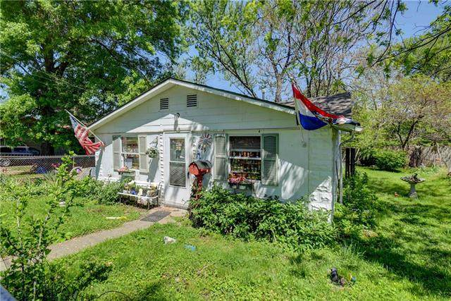 819 S Lake Drive, Independence, MO 64053 (#2320167) :: Team Real Estate