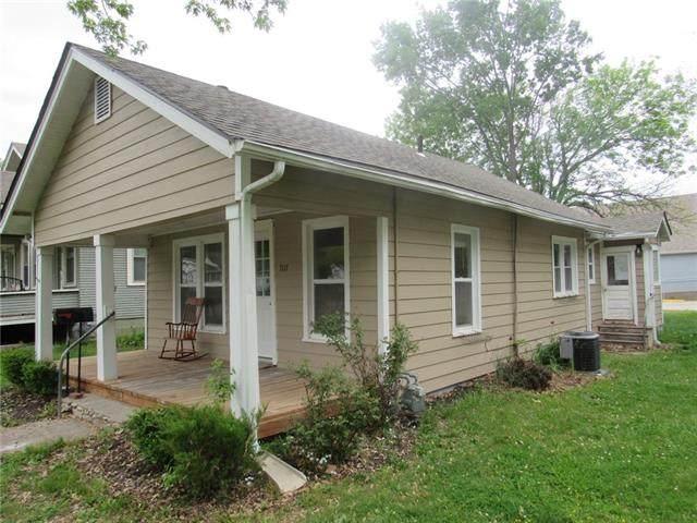 707 S Tremont Avenue, Ottawa, KS 66067 (MLS #2320205) :: Stone & Story Real Estate Group
