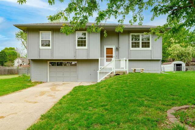 1802 Parkwood Drive, Harrisonville, MO 64701 (MLS #2320413) :: Stone & Story Real Estate Group