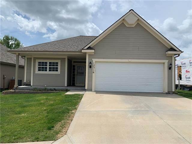 12316 N Atkins Avenue, Kansas City, MO 64163 (#2320550) :: Five-Star Homes