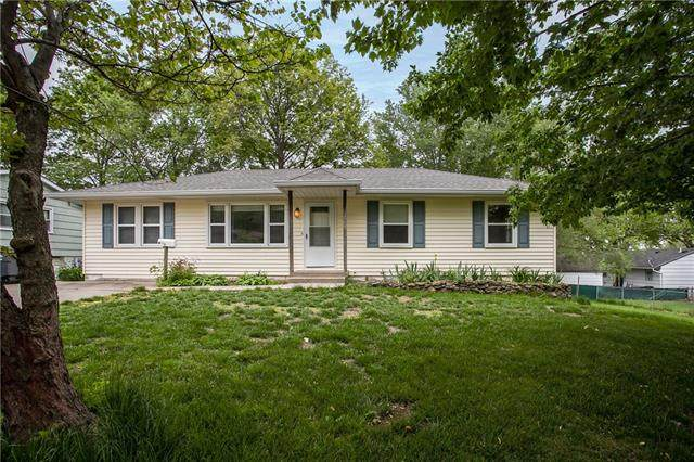 804 Jackson Street, Pleasant Hill, MO 64080 (#2320572) :: Edie Waters Network