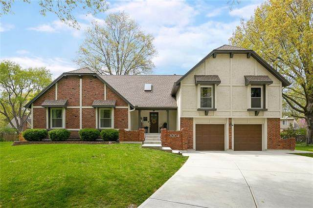 8204 W 101st Terrace, Overland Park, KS 66212 (#2320576) :: Team Real Estate
