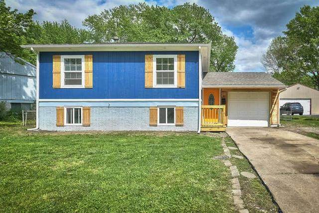 9521 Wallace Avenue, Kansas City, MO 64134 (#2320611) :: Team Real Estate