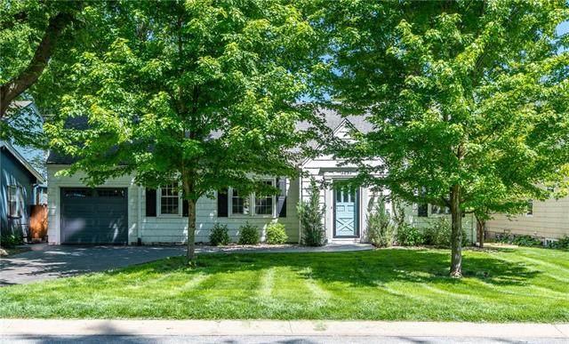 5639 Maple Street, Mission, KS 66202 (#2320627) :: Five-Star Homes