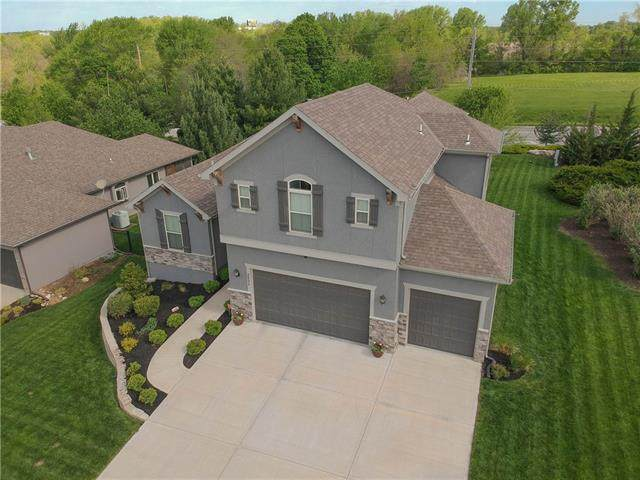 2521 NE Amanda Lane, Blue Springs, MO 64029 (#2320748) :: Team Real Estate
