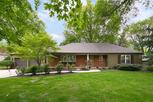3208 W 81st Terrace, Leawood, KS 66206 (#2320922) :: Tradition Home Group | Better Homes and Gardens Kansas City