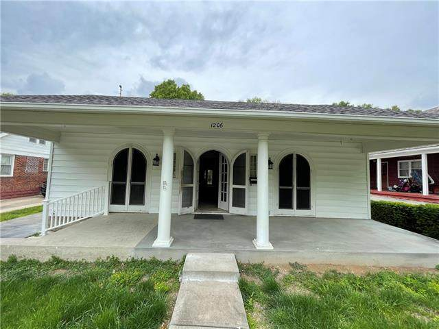 1206 W Truman Road, Independence, MO 64050 (#2320946) :: Team Real Estate