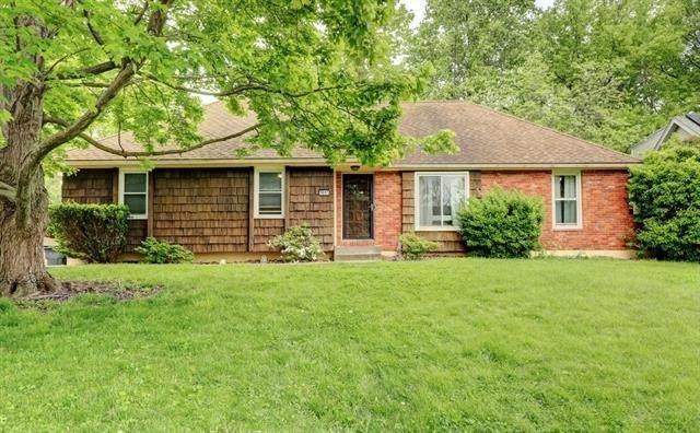 1017 SW 23rd Street, Blue Springs, MO 64015 (#2320951) :: Team Real Estate