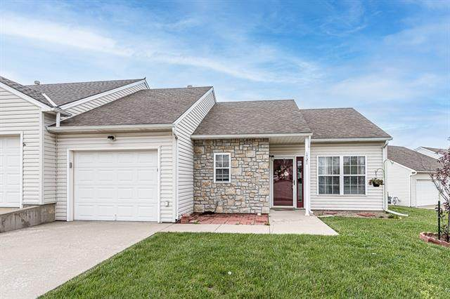 1721 Fall Creek Drive, Tonganoxie, KS 66086 (#2320974) :: Beginnings KC Team