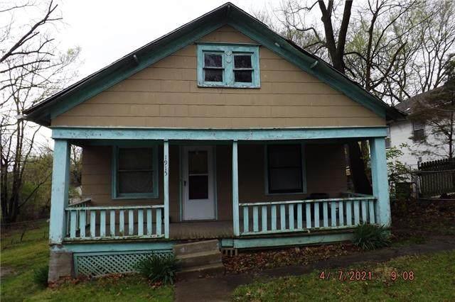 1915 E 84th Street, Kansas City, MO 64132 (#2320986) :: Edie Waters Network