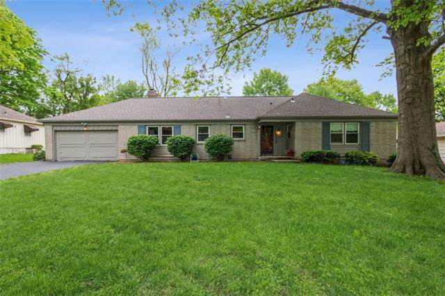 6918 W 69th Street, Overland Park, KS 66204 (#2320998) :: Team Real Estate